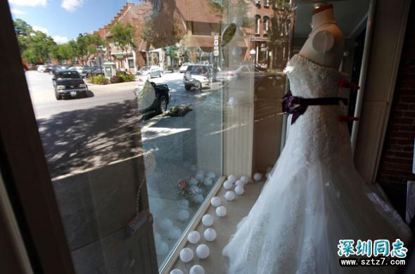 基督徒婚纱店拒绝为同性伴侣服务受威胁 暂时关门