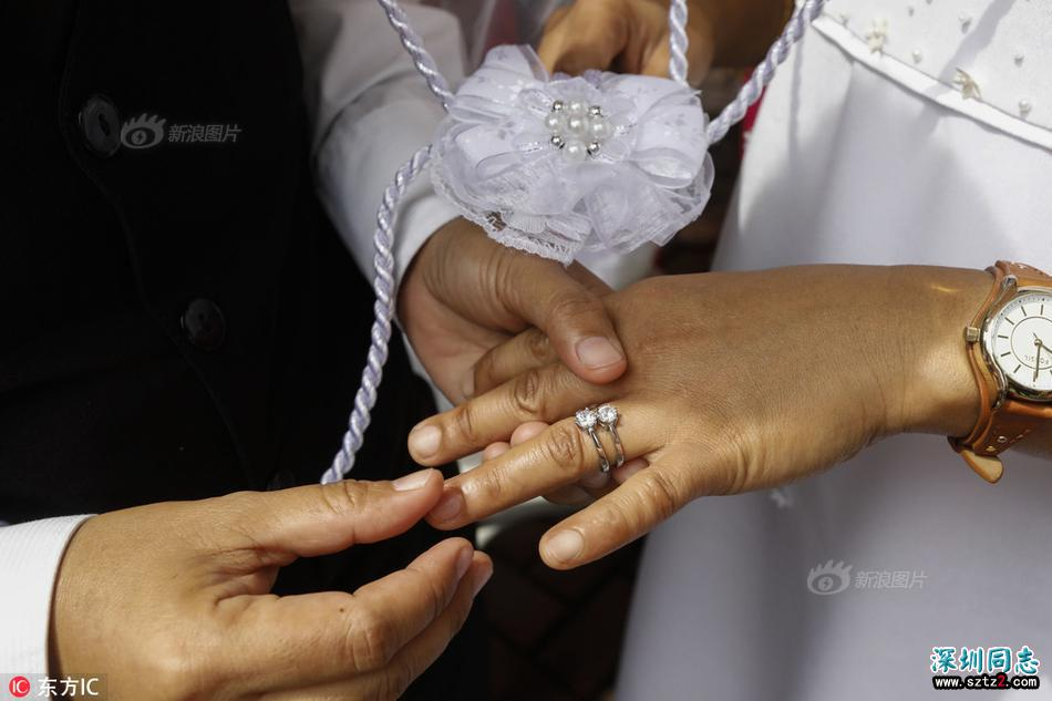 菲律宾教堂为9对同性恋新人举行集体婚礼