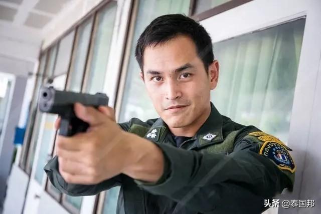 警察是泰国帅哥比例较高的一个行业,让我们看看制服帅哥们